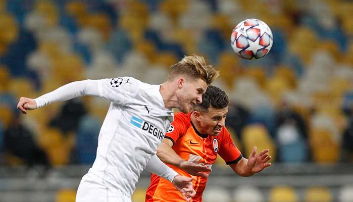 Marcus Thuram /Borussia Monchengladbach und Junior Moraes (Schachtar Donezk)
